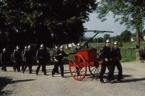 1986 : les pompiers marchent à côté de leur pompe . . . !