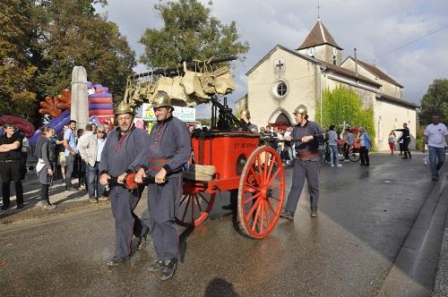 Les pompiers de Drom arrivent avec leur pompe