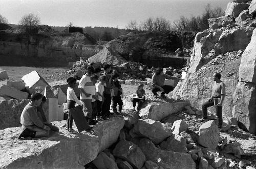 . . . cours de géologie grandeur nature, avec M. Hanotel, responsable du site.