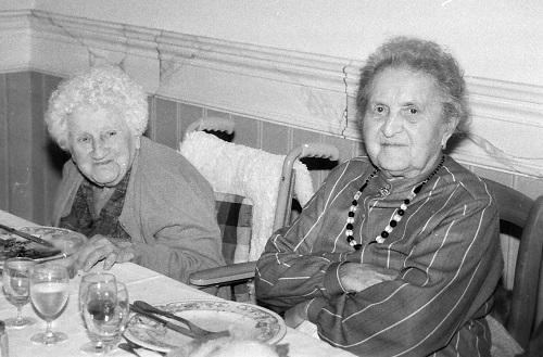 Les doyennes ne manquent pas le repas des anciens !