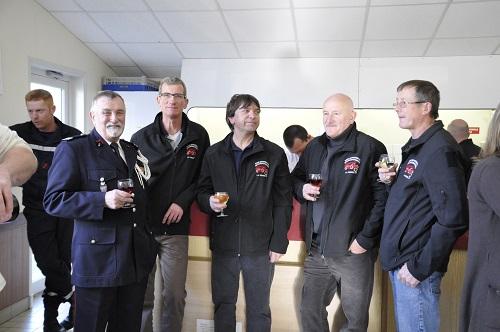 Le Capitaine Ressort, de la Musique Départementale des Pompiers de l'Ain, et les représentants de La Remise 01, musée départemental des pompiers de l'Ain