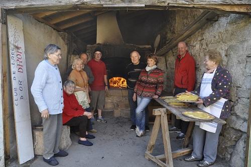 Une joyeuse bande de jeunes pâtissiers