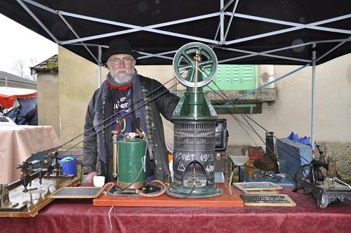 Jean Jacques PLESSIET présente le moteur à air chaud