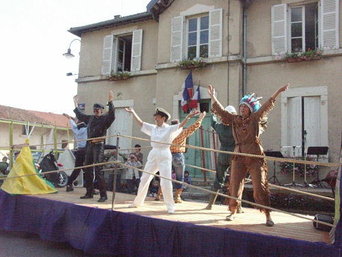 """Village people"" . . . les gens du village !"